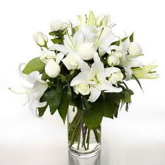 Bursa cicekci bursaya çiçek yolla  1 dal cazablanca 7 adet beyaz gül vazosu