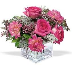 Bursa çiçek gönder  cam içerisinde 5 gül 7 gerbera çiçegi