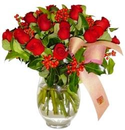 Bursaya çiçek siparişi  11 adet kirmizi gül  cam aranjman halinde