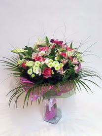 Çiçekçi Bursa  karisik mevsim buketi mevsime göre hazirlanir.