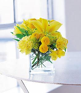 Bursadaki çiçekçi firmaları  sarinin sihri cam içinde görsel sade çiçekler