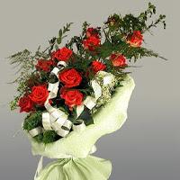Bursadaki çiçekçi firmaları  11 adet kirmizi gül buketi sade haldedir