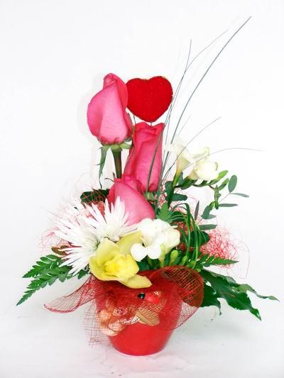 Bursadaki çiçekçi firmaları  cam içerisinde 3 adet gül ve kir çiçekleri