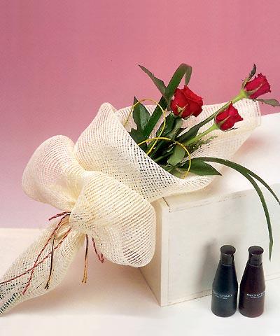 3 adet kalite gül sade ve sik halde bir tanzim  Bursa çiçek çiçekçi