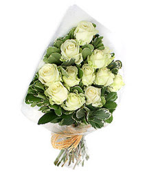 çiçekçiler bursa  12 li beyaz gül buketi.