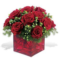 çiçek yolla bursa  9 adet kirmizi gül cam yada mika vazoda