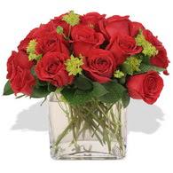 Bursaya çiçek yolla  10 adet kirmizi gül ve cam yada mika vazo