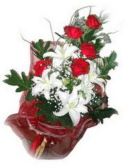 Bursa çiçek gönderme merkezi  5 adet kirmizi gül 1 adet kazablanka çiçegi buketi