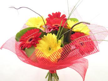 9 adet gerbera çiçeklerinden buket  bursa çiçekçiler çiçek satışı