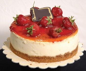 online pastaci 4 ile 6 kisilik yas pasta çilekli  Bursa çiçekçisi hediye çiçek yolla