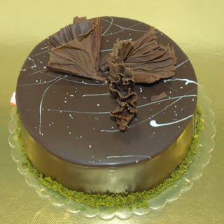 pastaci ustamizdan 4 ile 6 kisilik fistikli çikolatali yaspasta  Bursa online çiçek siparişi