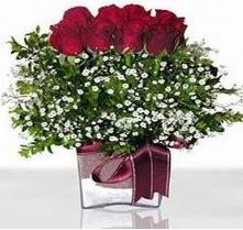 Bursadaki çiçekçiler  mika yada cam vazo içerisinde 7 adet gül