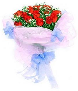 Bursa çiçekçisi hediye çiçek yolla  11 adet kırmızı güllerden buket modeli