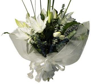 Bursaya çiçek siparişi  2 dal kazablanka çiçek buketi