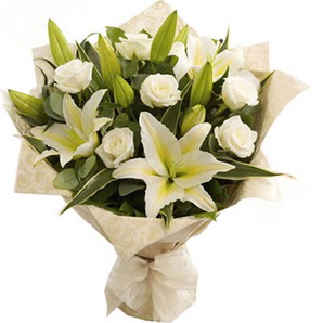 Bursa çiçek ucuz çiçek gönder  3 dal kazablanka ve 7 adet beyaz gül buketi