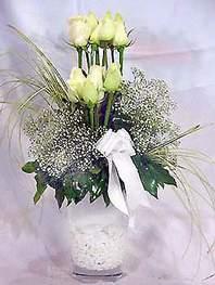 Bursa çiçek yolla   9 adet vazoda beyaz gül - sevdiklerinize çiçek seçimi