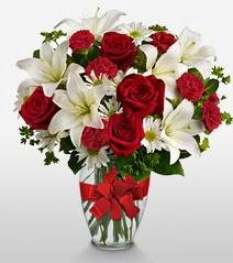 Eşsiz vazo tanzimi güller kazablankalar  Bursa çiçek yolla