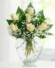 Cam içerisinde 7 adet beyaz gül  Bursa çiçek gönder