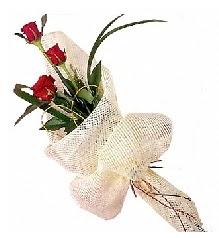 3 adet kırmızı gül buketi  Bursaya çiçek siparişi vermek