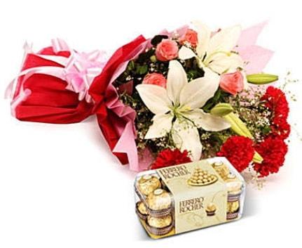 Karışık buket ve kutu çikolata  Bursa çiçek gönderimi
