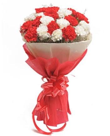 21 adet kırmızı beyaz karanfil buketi  bursa çiçekçiler çiçek satışı